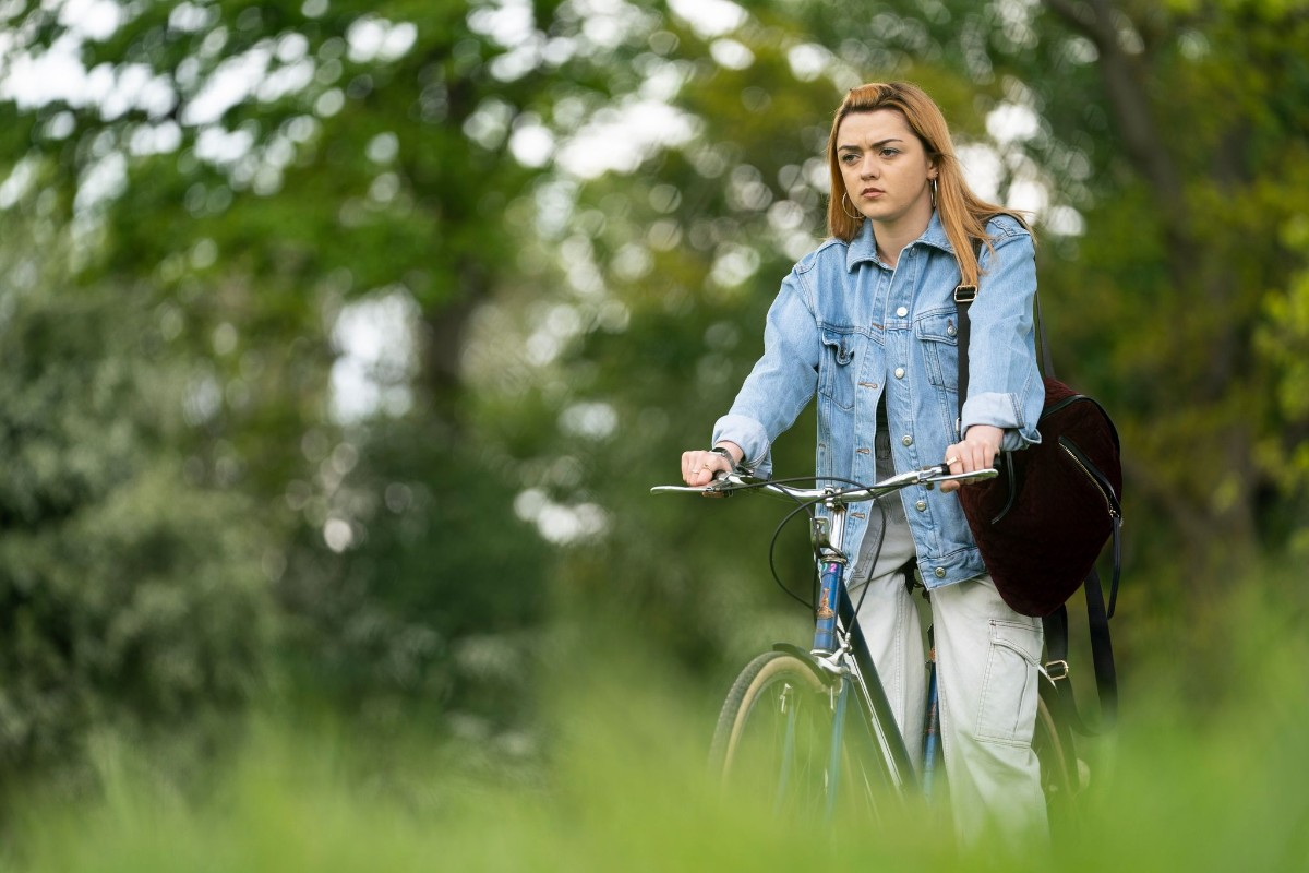 Maisie Williams entra a la casa equivocada en este tráiler de 'The Owners'